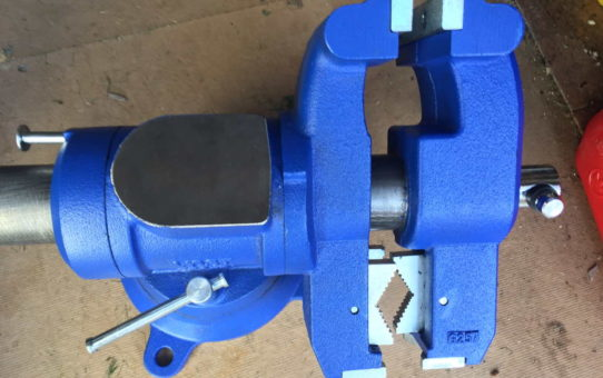 An image with a top down view of a multi jaw vise
